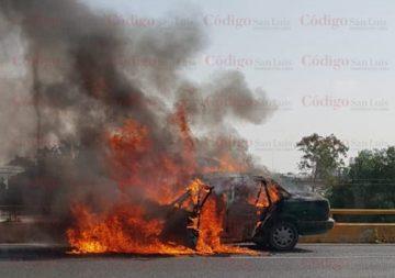se incendia taxi