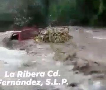 Lluvias desbordan el rio La Ribera en San Nicolas
