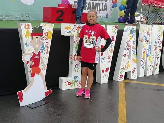María Inocente, corredora de Matehuala, consigue primer lugar en Monterrey - Código San Luis