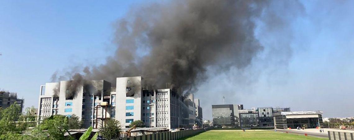incendio-fábrica-vacunas-covid-India
