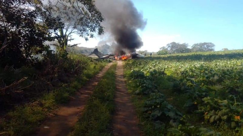 LearJet de la Fuerza Aérea se desploma; hay 6 muertes