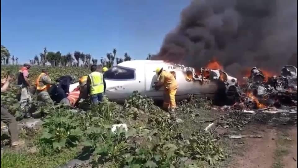 ] LearJet de la Fuerza Aérea se desploma; hay 6 muertes