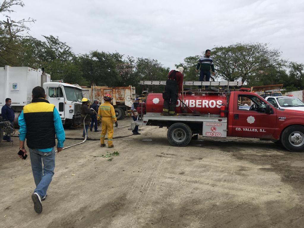 Incendio de camión de basura- Bomberos de Valles incendios