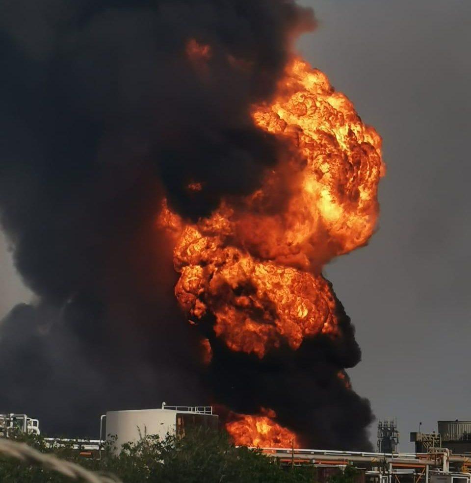 Incendio en refinería de Minatitlán deja 7 heridos