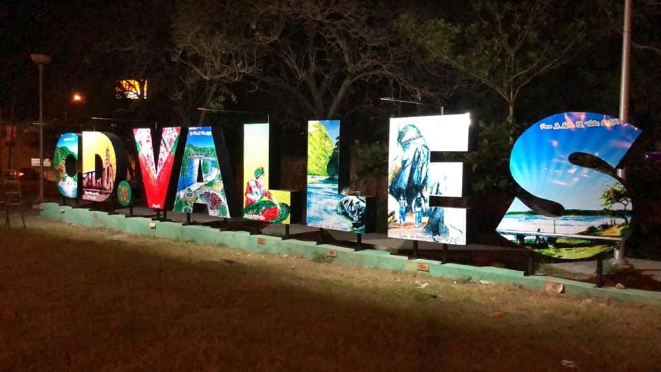 hoteleros rehabilitan letras monumentales