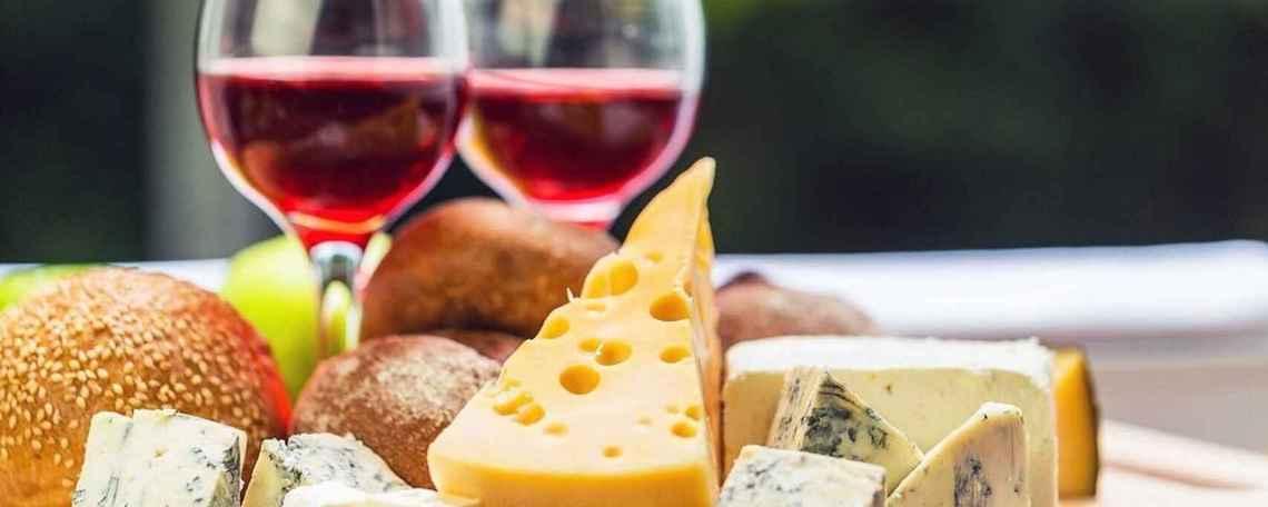 Científicos mexicanos producen biocombustible con vino y queso