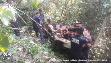 lesionada auto cae barranco